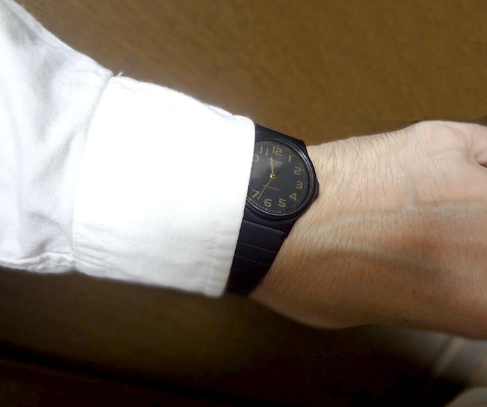 チプカシ-MQ24-シャツ手首位置