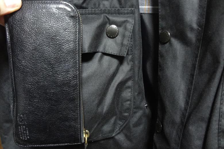 バブアーフラップポケットと財布